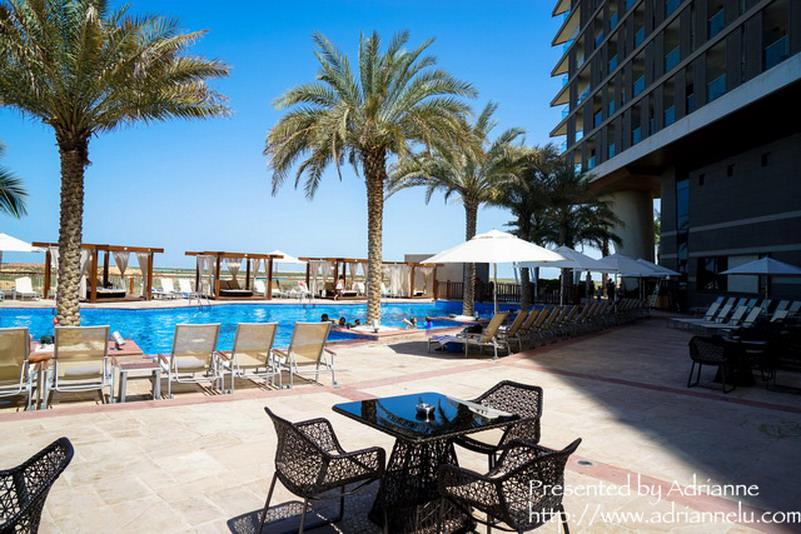 【環遊歐洲68天】Day2-3 阿布達比Abu Dhabi。Radisson Blu Hotel, Abu Dhabi Yas Island (房間、設施、早餐、交通)