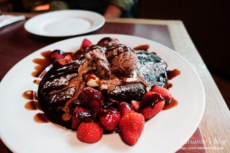 【澳洲雪梨自由行】雪梨餐廳推薦!Pancakes on the Rocks必吃超大豬肋排&甜而不膩的Devil's delight鬆餅!