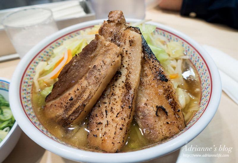 【大阪自由行】大阪美食!關西高人氣拉麵,叉燒跟蔬菜份量誇張多的神座拉麵(心齋橋店)