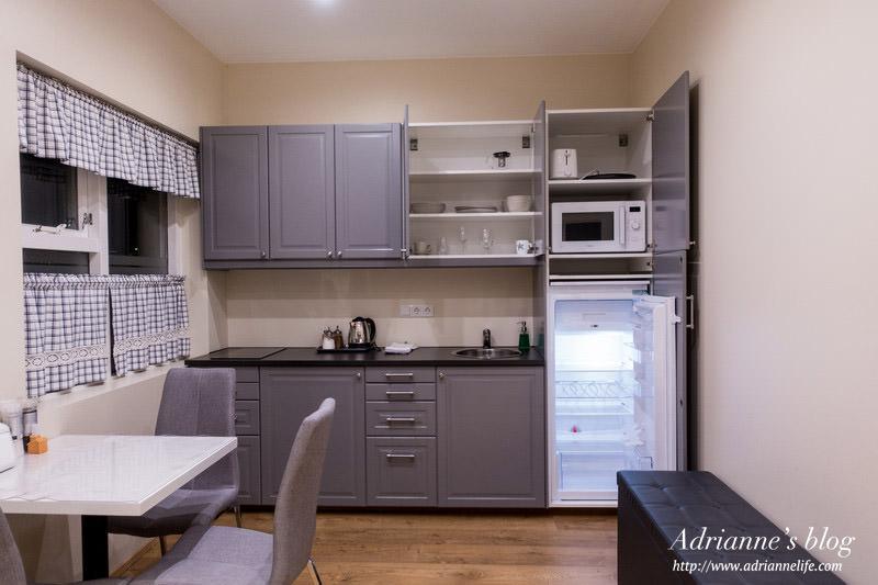【冰島飯店推薦】Day5-4 迪瑪公寓式酒店 (Dima Studio Apartments) 房間明亮寬敞/廚房設備完整