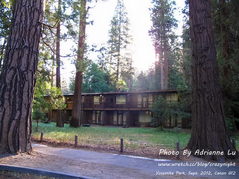 【優勝美地】Day13-3 一房難求!被山包圍的旅館 ─ Yosemite Lodge at the falls