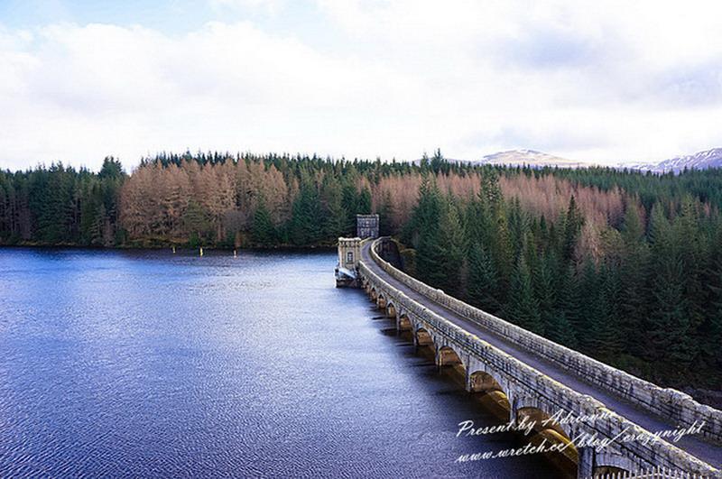 【英國UK ♥ 蘇格蘭】Day25 伊蓮城堡 Eilean Donan Castle→ 瀏海很長的高地牛 hamish→ 水怪出沒尼斯湖 Loch Ness