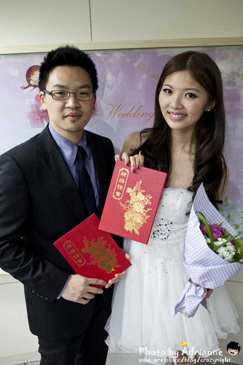 【喜喜】100年1月1日結婚登記  我們結婚半年囉!