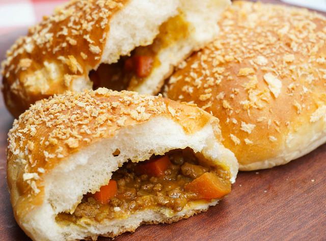 [高雄]M's餐包工坊-銅板價!熱呼呼好吃咖哩胖~美味台式麵包一次擁有 高雄麵包店推薦