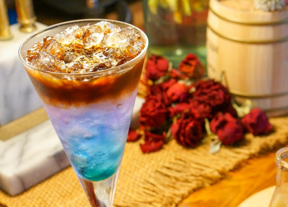 [高雄]好意外咖啡-低調氣氛咖啡調酒吧!來杯創意咖啡飲和提拉米蘇