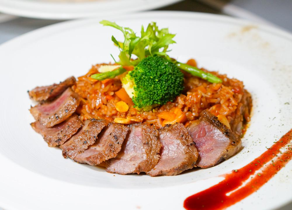 [高雄]F.M.食樂-驚豔牛小排燉飯X吃美食配音樂找回原味純粹! 高雄聚會慶生餐廳推薦