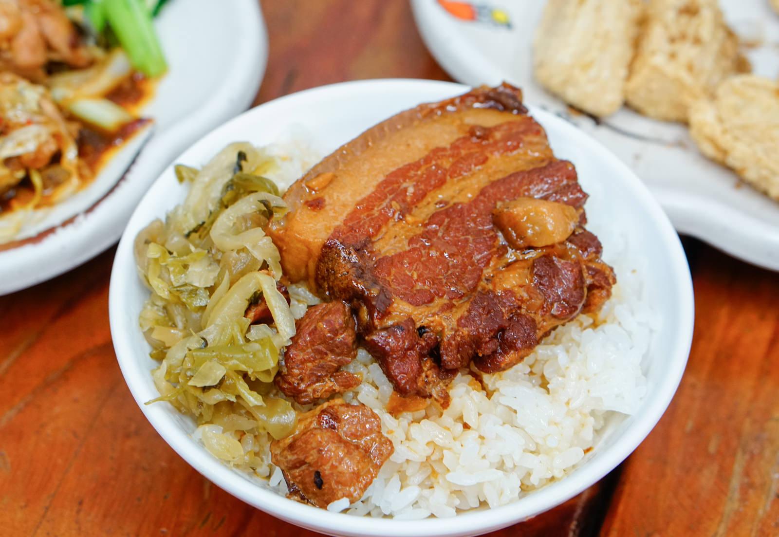 [高雄]方塊酥-老饕推薦!家傳黑豬焢肉飯  銅板價古早美味 高雄焢肉飯推薦
