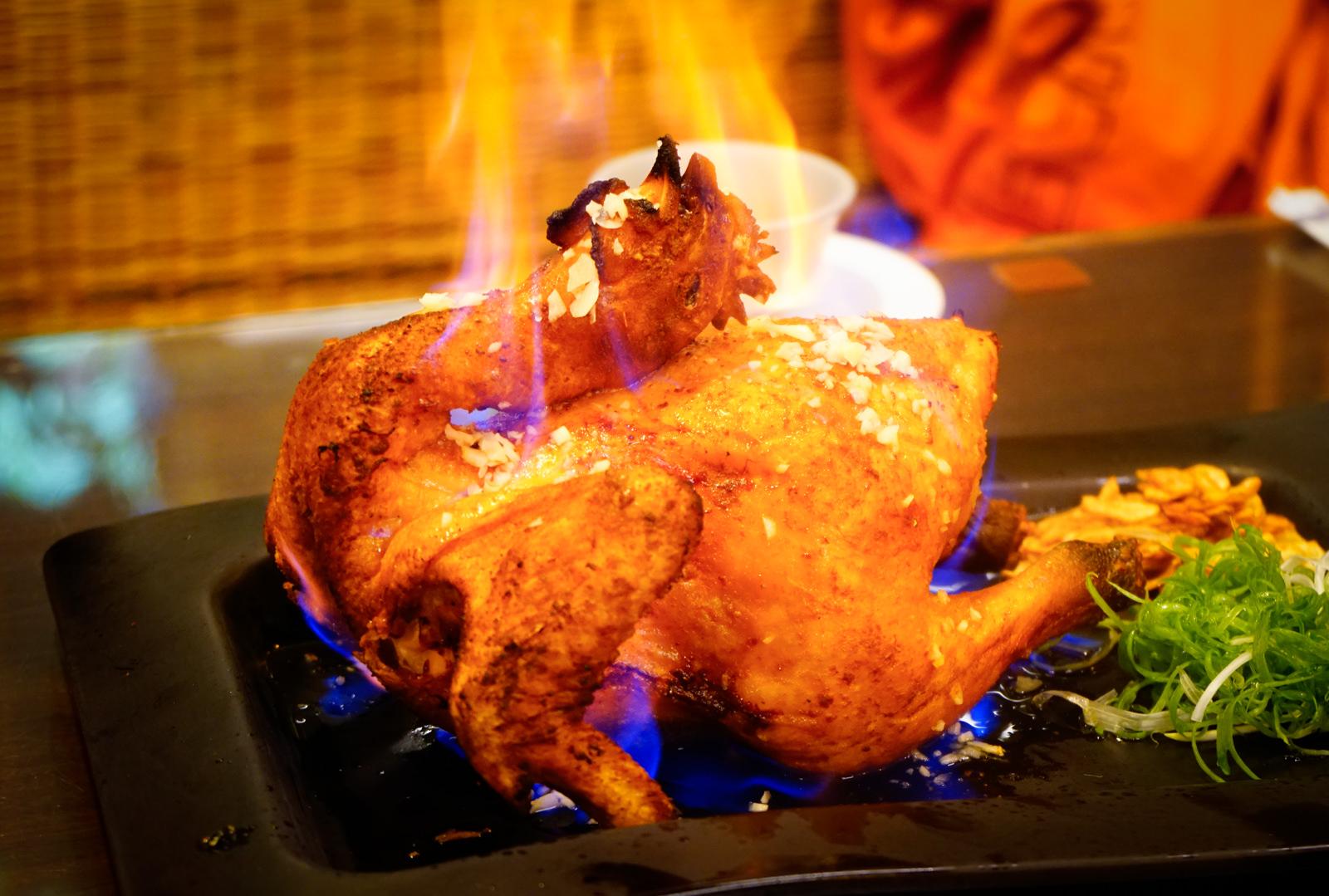 [高雄]城裡的月光土雞-燃燒吧!噴汁火燒雞 桌邊秀創意吃土雞 高雄土雞城推薦