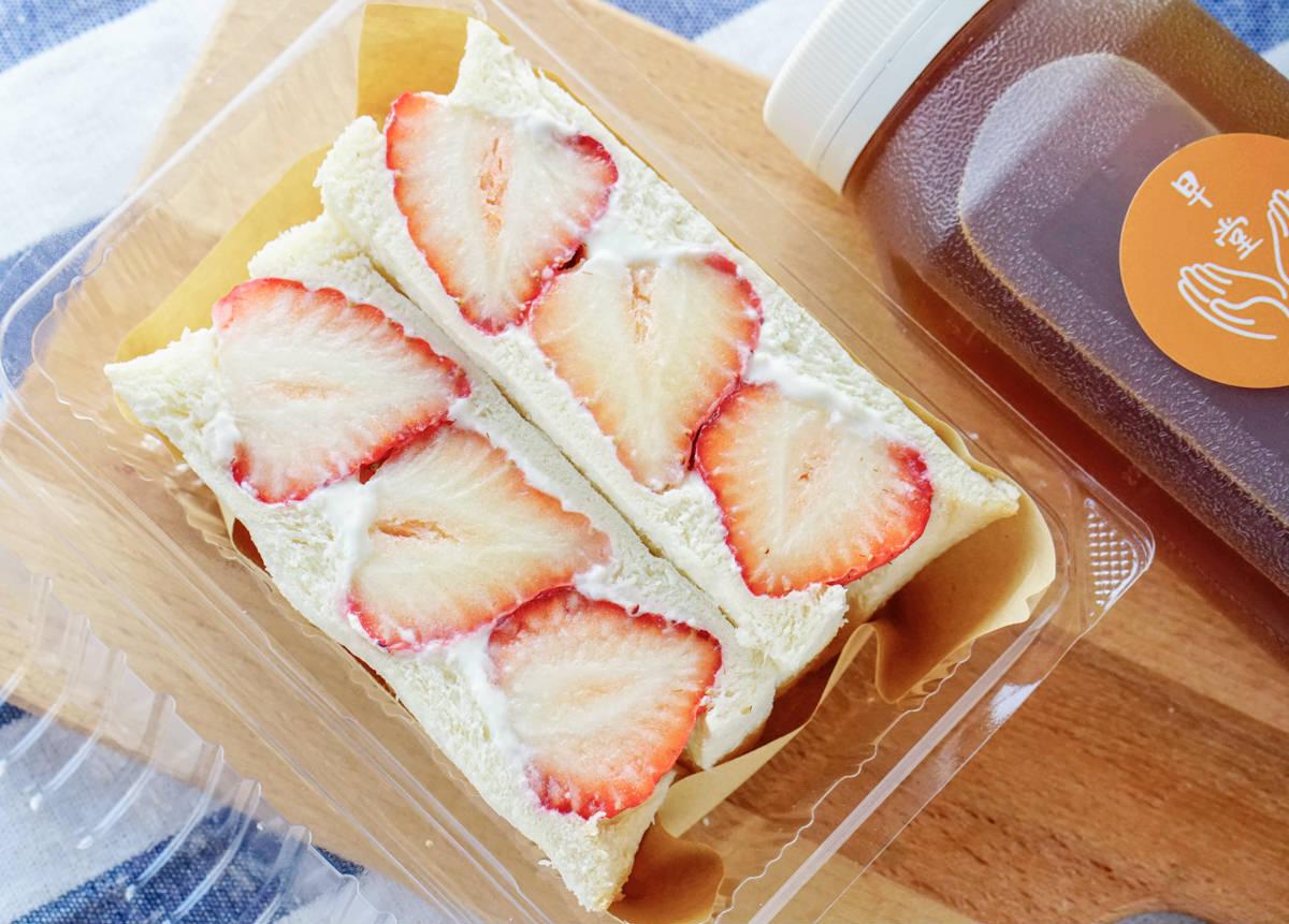 [高雄]早堂。手作早餐-每日限量草莓滿滿幸福感三明治! 文青餐車x三明治x蛋餅 三民區早餐推薦