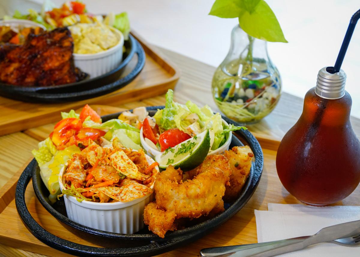 [高雄]Smoko Salad Bar-外國人也愛的豐盛大塊肉沙拉! 超有飽足感的夏季輕食店 高雄沙拉推薦