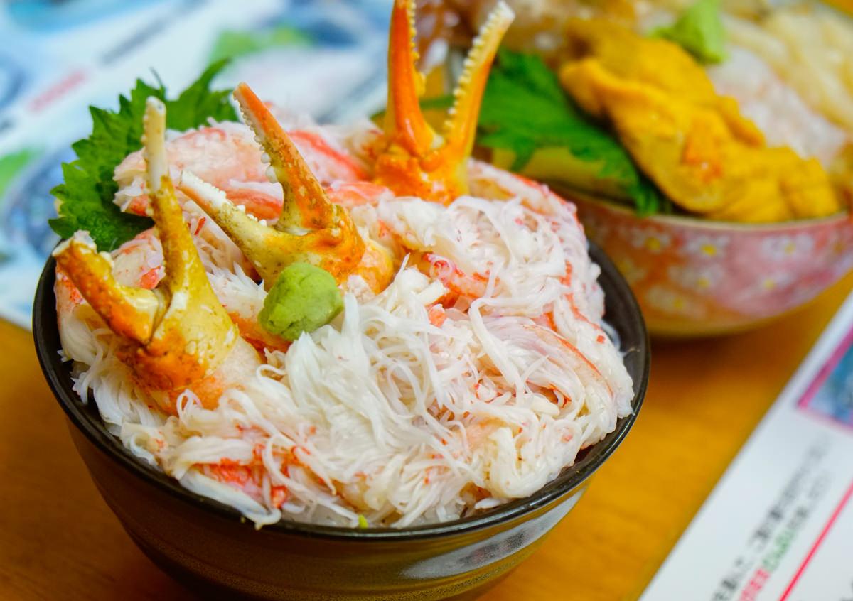 [北海道自助]小樽滝波食堂-小樽必吃!多到滿出來的海鮮螃蟹丼