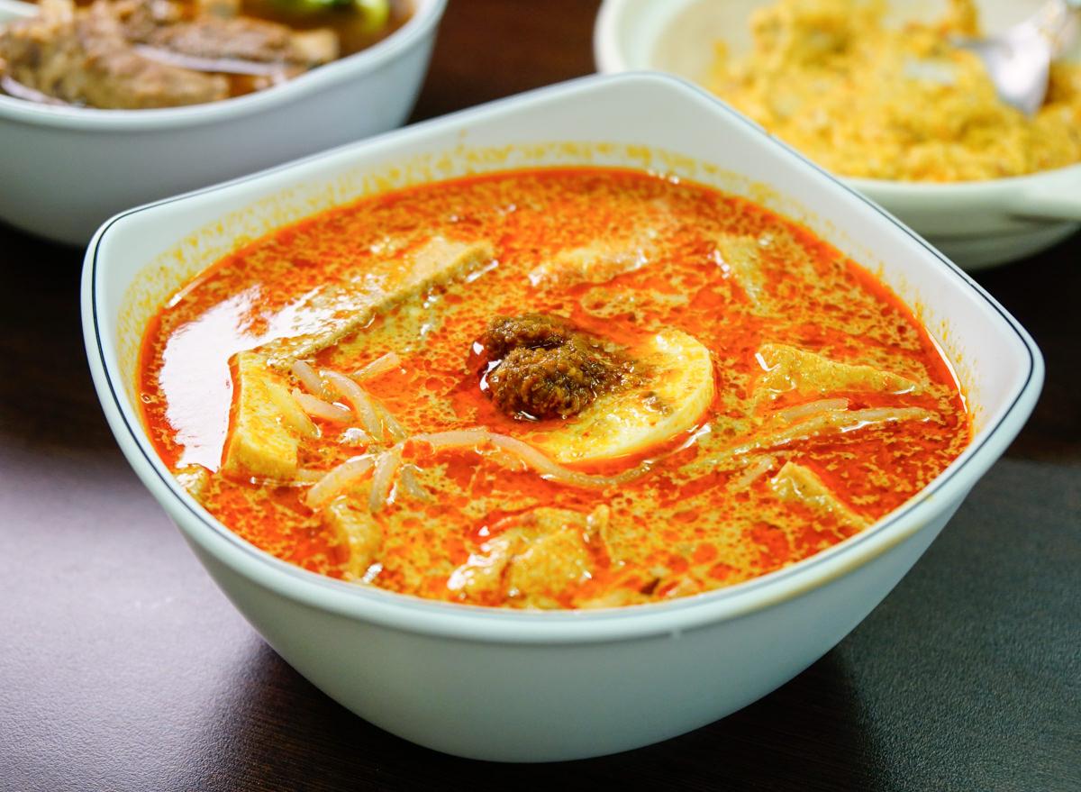 [高雄]新加坡小館-道地老新加坡味!香濃叻沙米粉x好喝肉骨茶湯