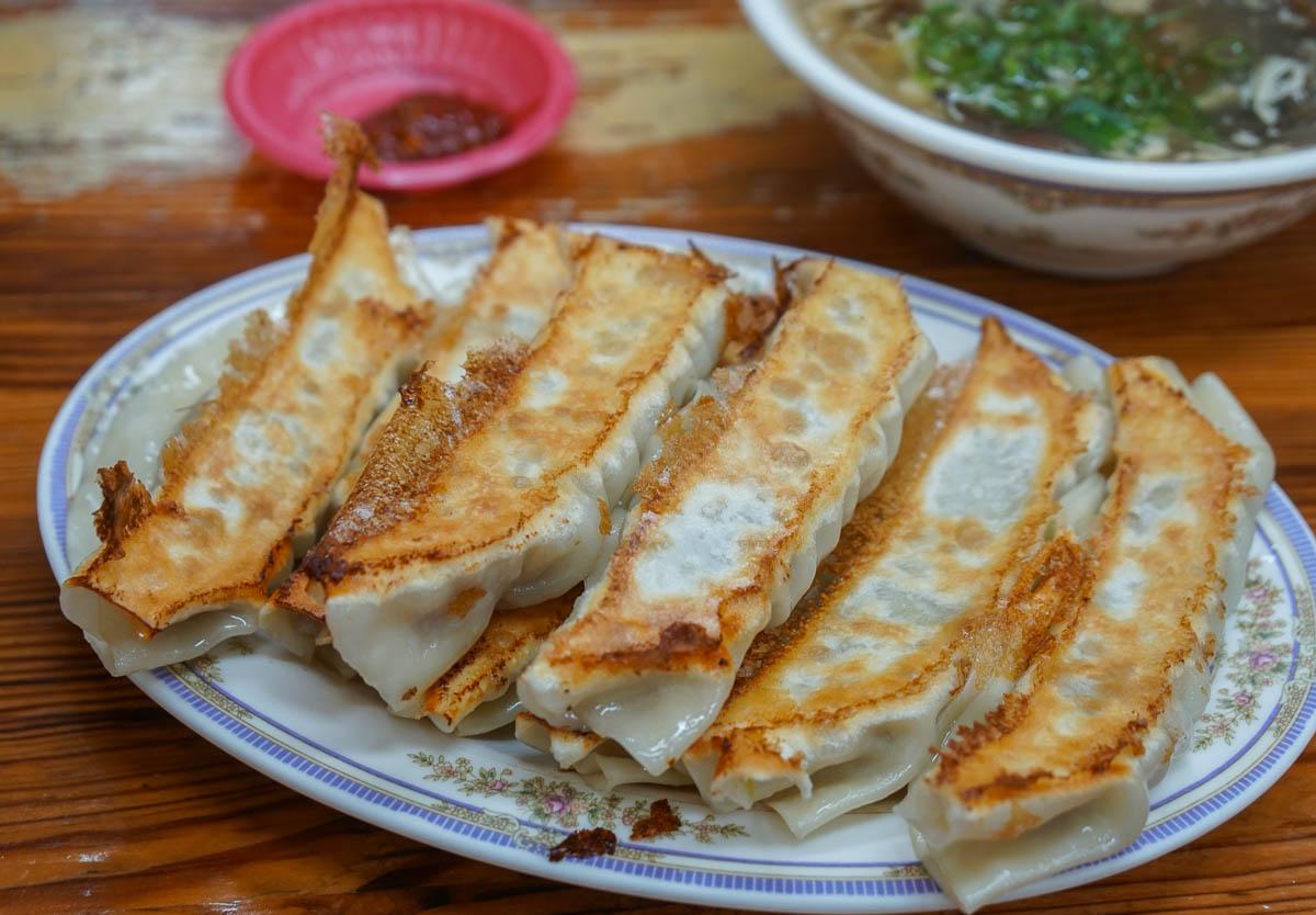 [高雄高醫商圈美食]永和佳佳香鍋貼-爽吃銅板價巨大鍋貼!平價老牌台式下午茶