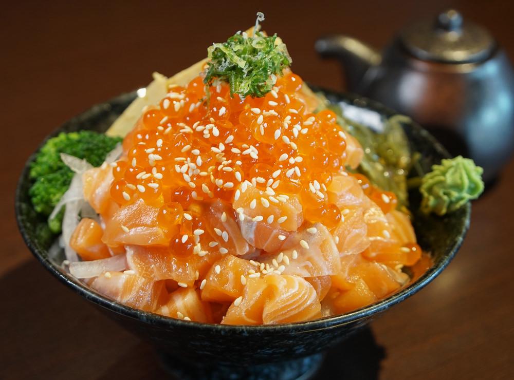 [高雄]允鶴手作壽司-豪氣鮭魚山丼飯x豪華不貴商業午餐 高雄日式料理推薦