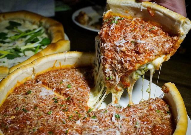 [高雄] The-303 Kitchen and Bar超墮落起司爆量芝加哥深盤pizza 高雄披薩推薦