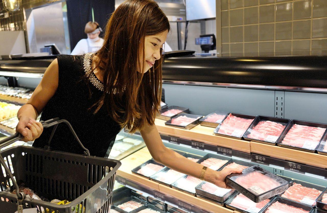 [高雄]祥富水產沙茶火鍋超市-結合生鮮超市的超潮火鍋吃法~平價爽吃海鮮和肉肉