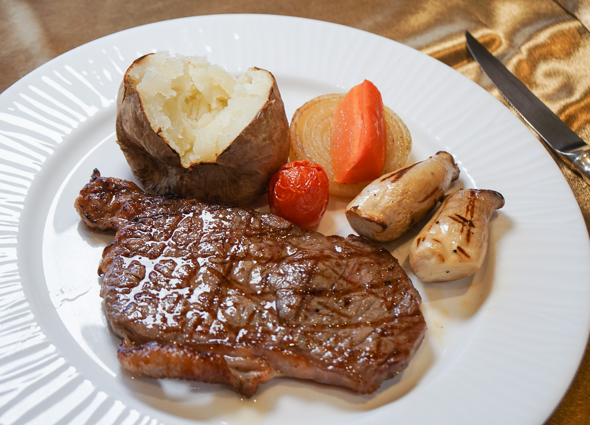 [高雄]漢來大飯店45樓牛排館-平日午餐吃牛排千元有找!老饕指定老牌牛排館