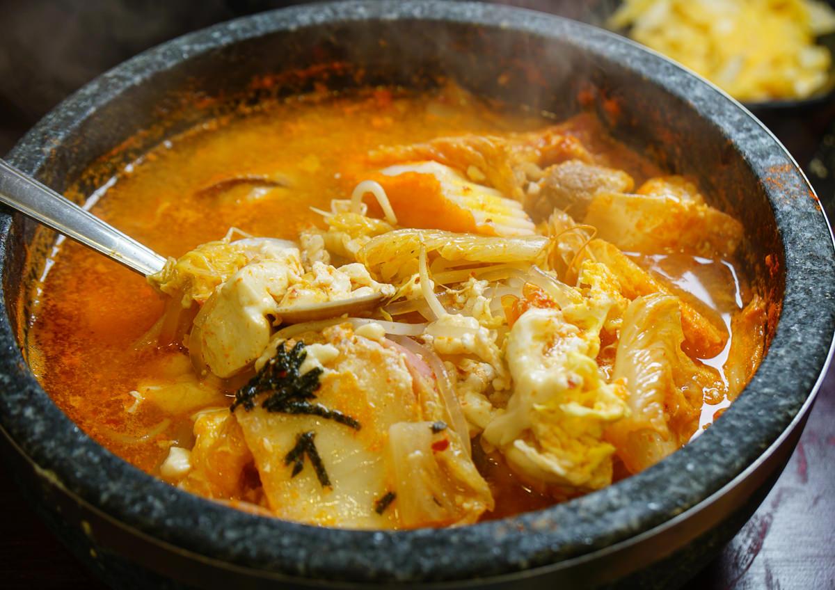 [高雄]大韓名鍋(高雄三民店)-平價韓式鍋物!必吃熱騰騰豆腐煲x焦脆海鮮鍋粑燴飯