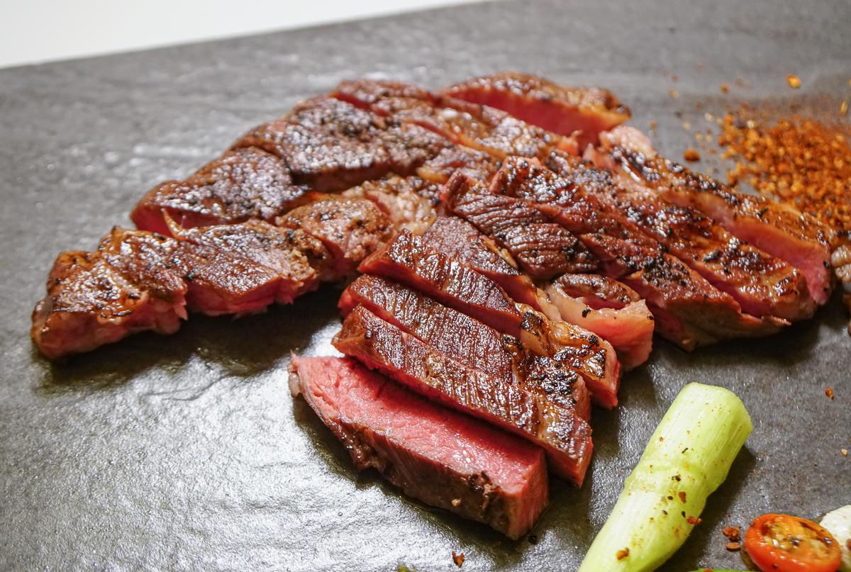 [高雄前金美食]猶大獅廚-超驚豔~10盎司頂級口感牛排只要500元!隱藏版私廚料理