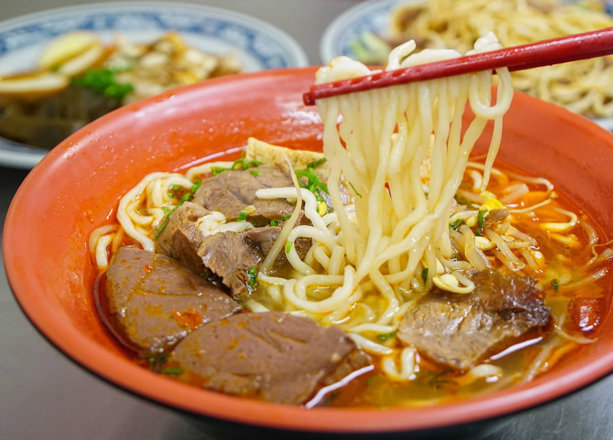 [高雄牛肉麵推薦]麻辣湘麵食館-低調的好吃銅板價麻辣鴨血牛肉麵