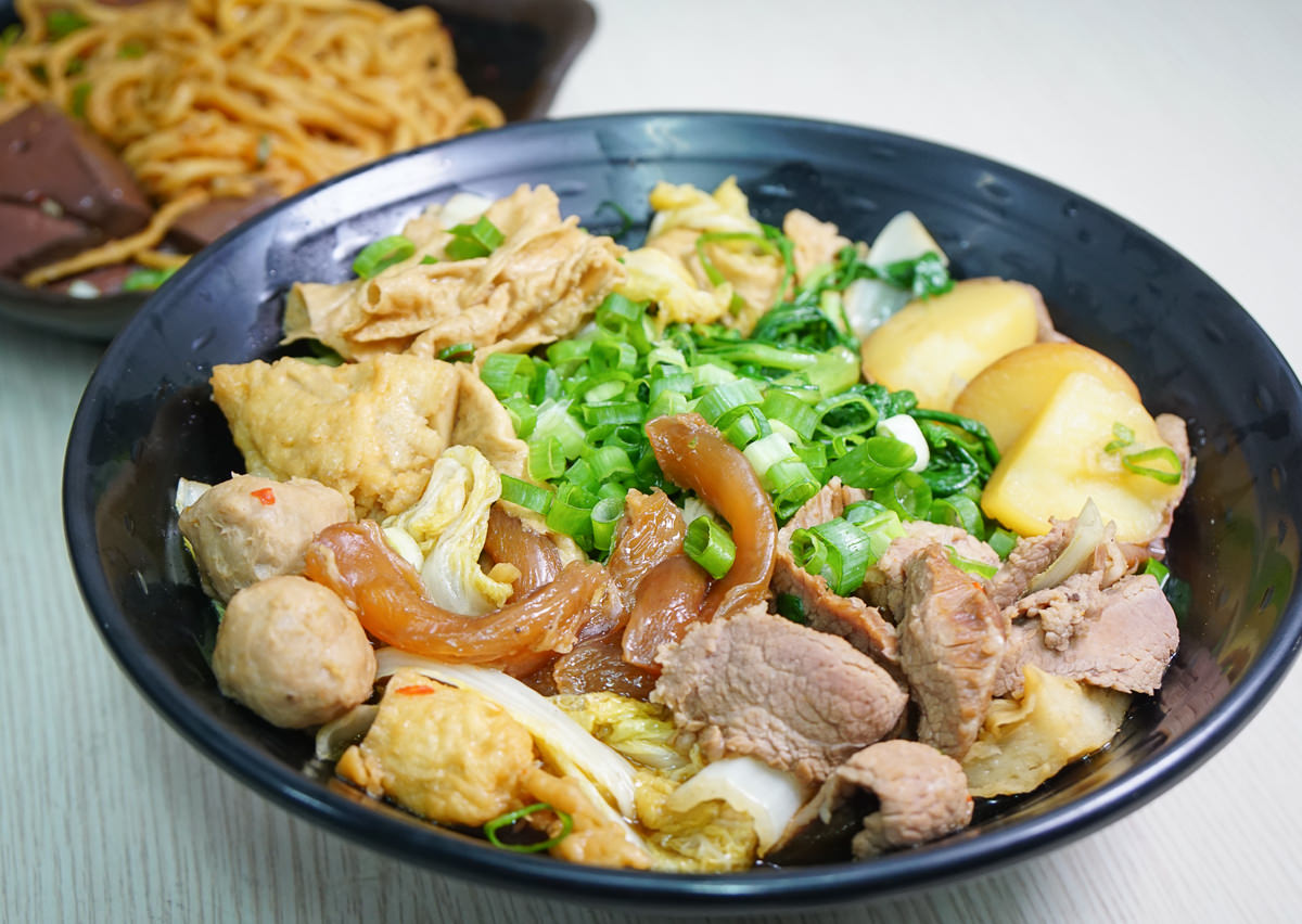 [左營滷味推薦]燒滷味-天然蔬菜湯頭滷汁X必吃超涮嘴滷鴨血意麵!