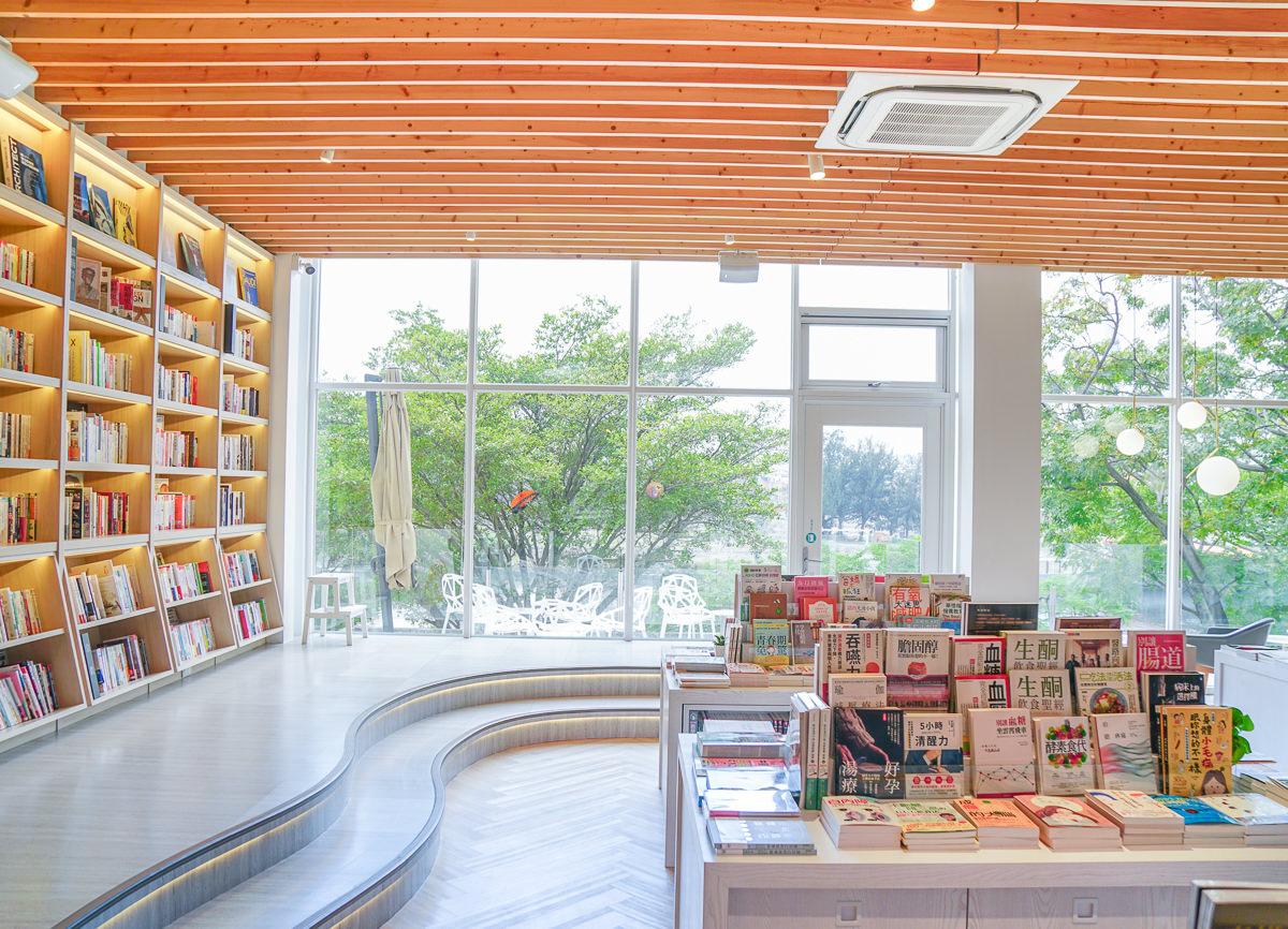 [台南咖啡店推薦]Ubuntu烏邦圖書店-台南最美書店!純白空間不限時咖啡館