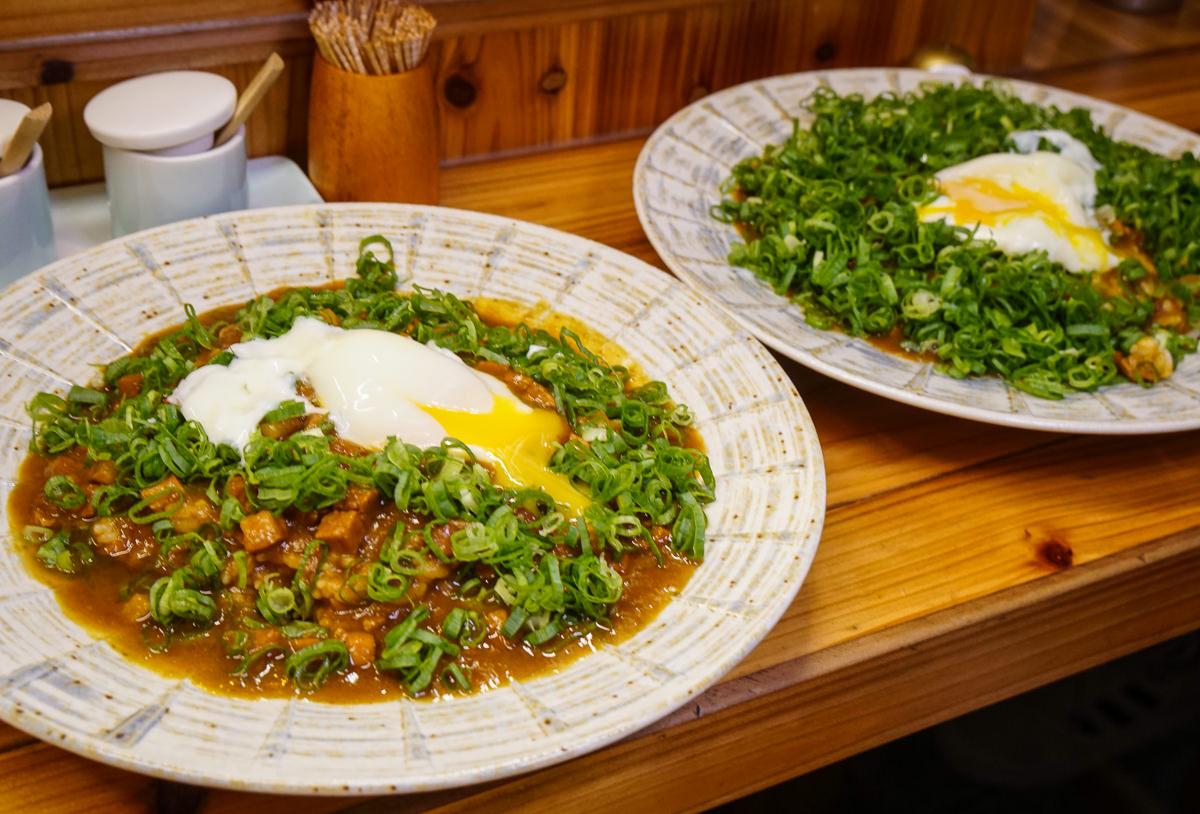 [高雄咖哩飯推薦]吉胤家橫浜家系ラーメン-蔥量爆發平價咖哩飯!限量美食每週只賣兩天