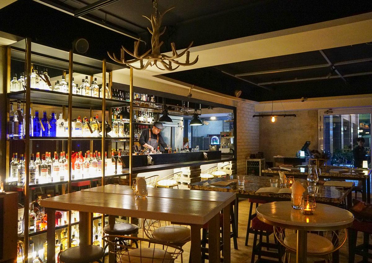 [高師大美食推薦]一點酒意酒食劇場1.91-創意互動品酒吃美食!充滿驚喜聚餐空間