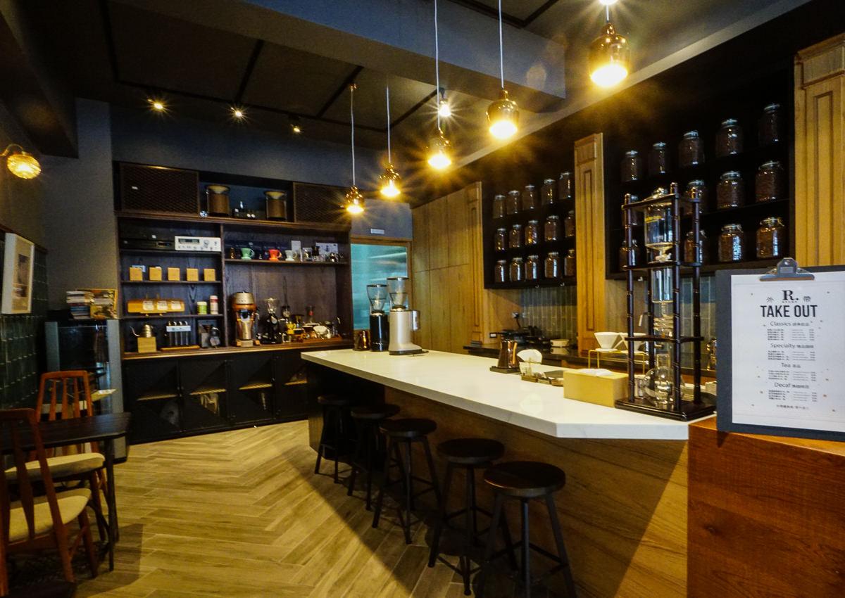 [高雄咖啡廳推薦]咖啡林咖啡-河堤社區話題復古咖啡廳!品嘗交織咖啡香的歐風典雅浪漫