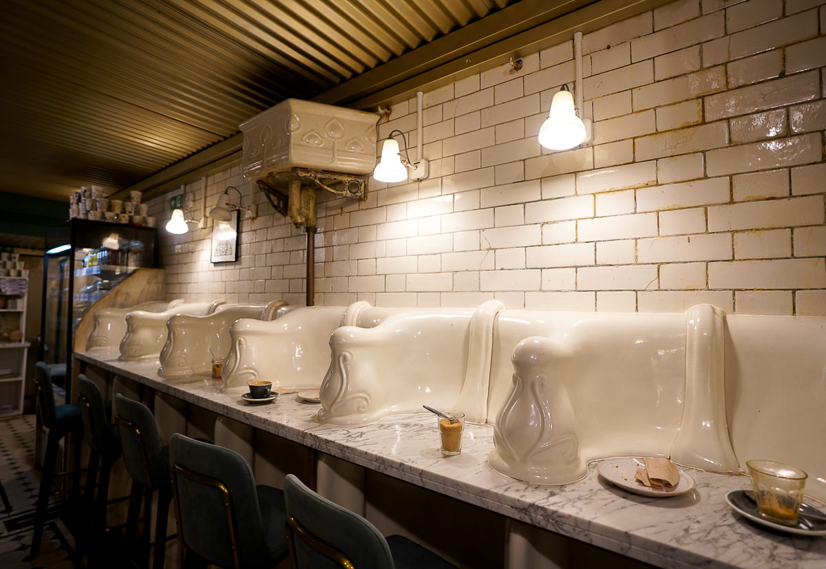[英國倫敦美食]Attendant Cafe-倫敦復古公廁改裝低調咖啡館!自家烘焙超好喝~