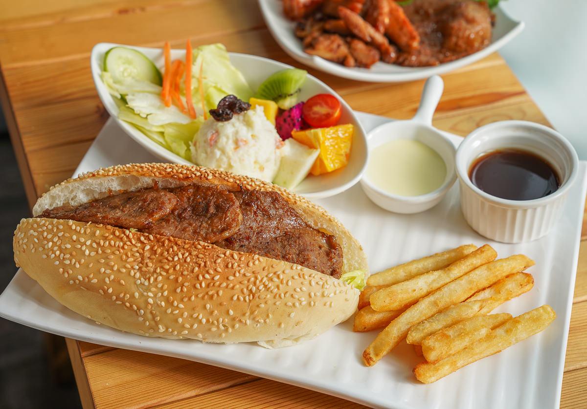 [高雄早午餐推薦]古糧碳烤三明治-超豪氣燒肉大亨堡x炭烤辣燻雞總匯!來自屏東的人氣早餐店