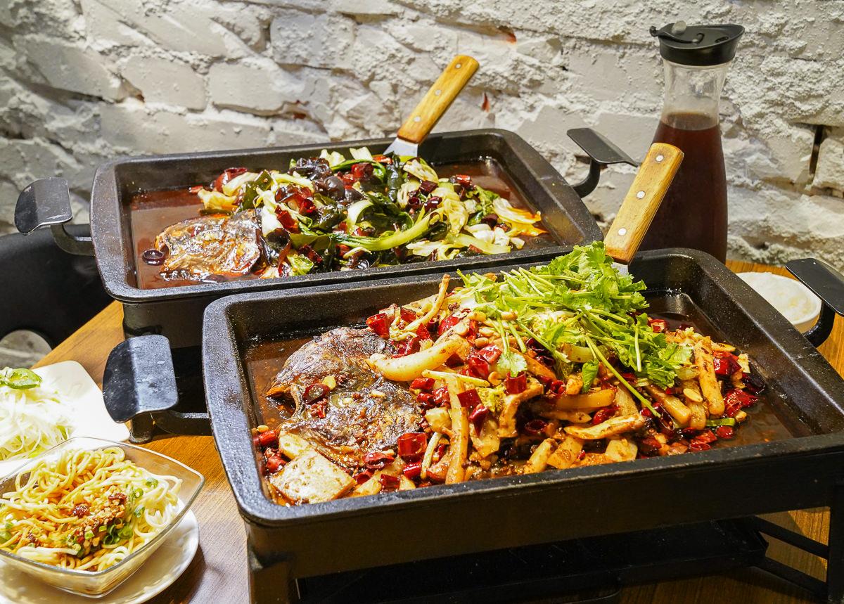 [台中綠園道美食]城裡城外巫山烤魚:道地四川烤魚~浸入魚肉的銷魂麻辣滋味
