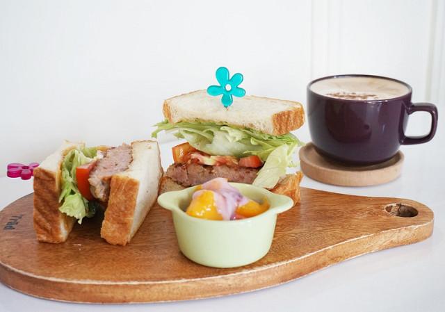 [高雄]溫暖手作平價早午餐.LE CREUSET 迷不可錯過-Le fleur Cafe' 花兒咖啡館