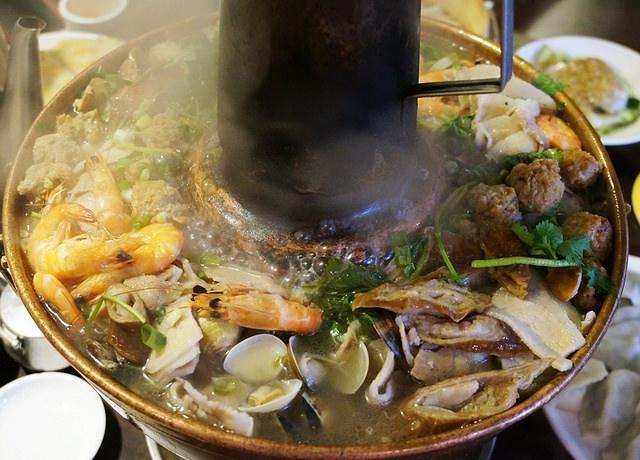 [台北]永康街暖暖酸菜白肉鍋,鍋貼比水餃好吃-東門餃子館