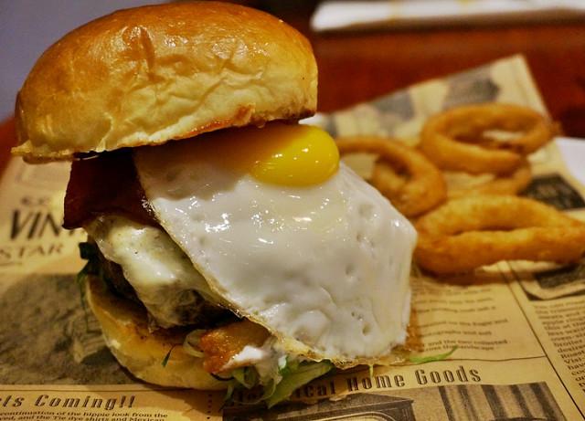 [高雄]大口咬漢堡X好氣氛美式餐廳-BEAST Bar & Grill 野獸美式餐廳