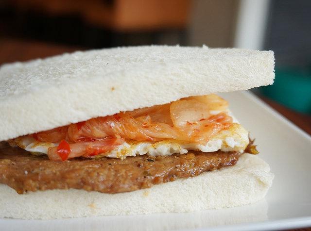 [高雄]泡菜燒肉的豪氣組合早餐-燒肉咬蛋吐司