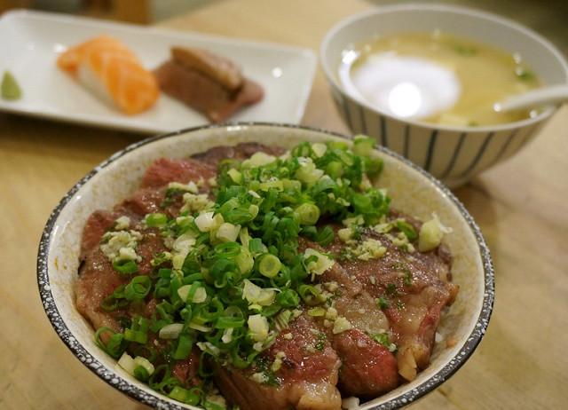 [高雄]感動美味牛排丼X鰻魚丼也好吃-阿貴食堂
