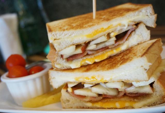 [台南]大口咬下的乳酪滿足-倉庫早頓