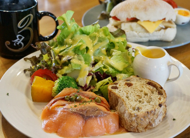 [高雄]早午餐X咖啡X黑色空間美學-RÈVE Café黑浮咖啡(高雄文山店)