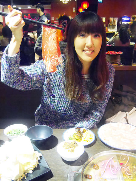 【台北美食】蒙古紅蒙古火鍋。無油火鍋!比臉還大的安格斯牛肉~任你吃到飽