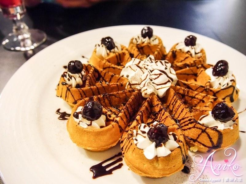 【台北美食】立裴米緹咖啡館。中山捷運站咖啡廳~香Q麻糬藏在鬆餅裡!