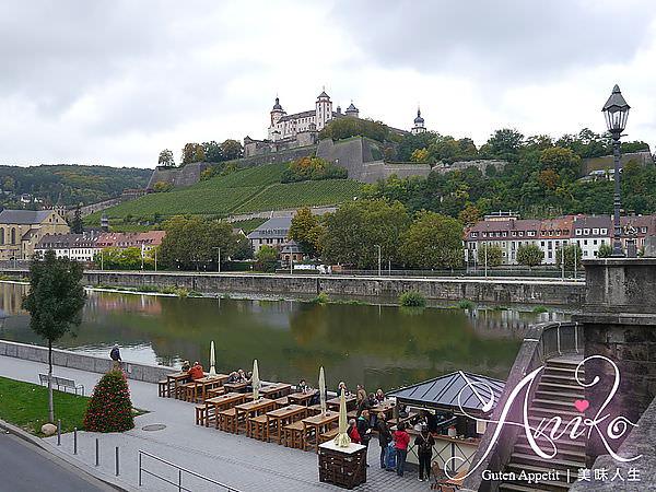 【2013❤德國】開朗少女12天的進擊冒險。羅曼蒂克大道浪漫的起點!。烏茲堡舊緬茵橋Alte Mainbrücke
