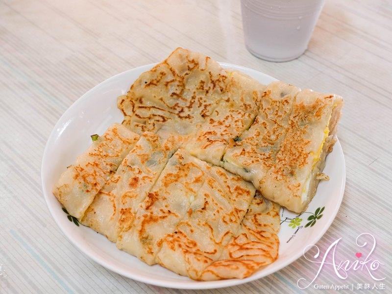 【台南美食】阿公阿婆蛋餅。這麼大份只賣25!網路激推台南最高CP值的古早味蛋餅