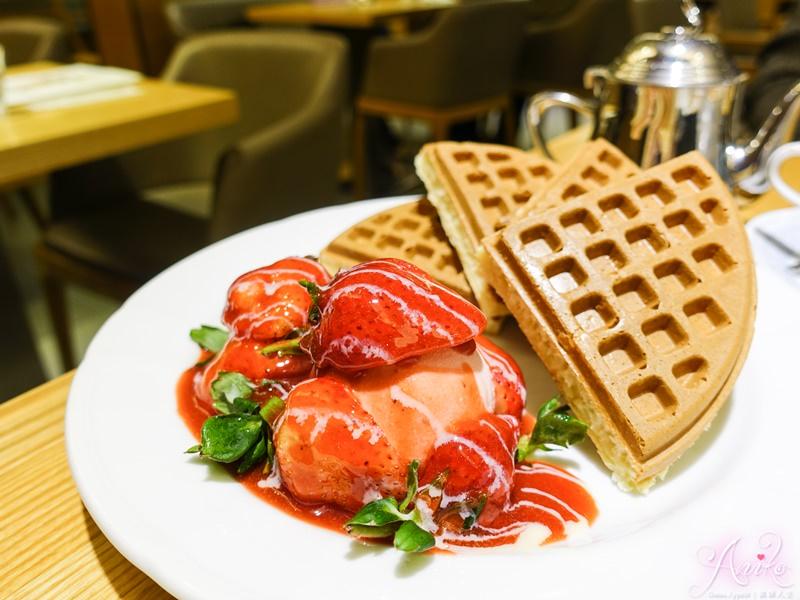 【台北美食】Jumane Cafe' 佐曼咖啡館。草莓季夢幻逸品!厚實系大份量草莓鬆餅~一人根本吃不完