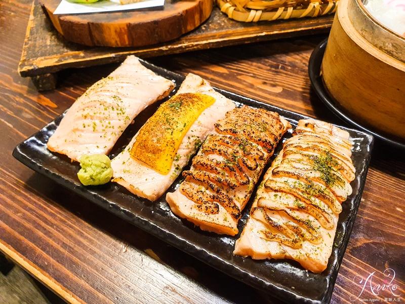 【永和美食】日初食事。永和人氣平價日式定食!超迷人厚實鮭魚棉被握壽司~豐盛八種小菜再加小火鍋