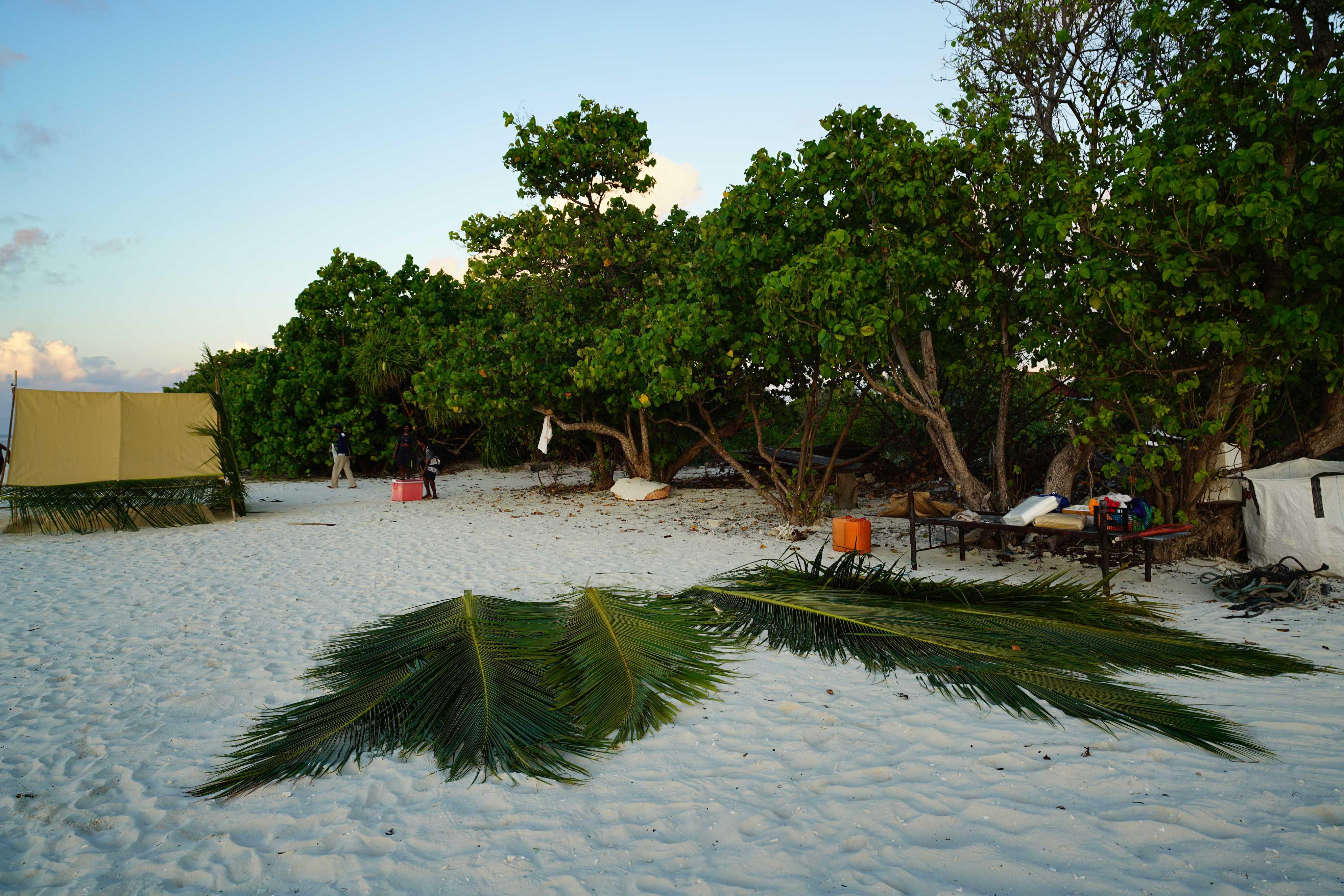 馬爾地夫。提納度Thinadhoo居民島的新奇旅程 – 夜宿浪漫 無人島  (上)