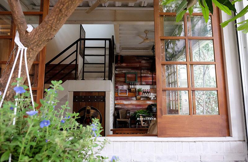 0213743aa1e445762c4752a0b8a9ba69 - 筆堆勤美店-筆堆咖啡好生活.紅磚牆老屋咖啡館.被綠意包圍.自然風.小昆蟲.沒有電話訂位.沒有冷氣.半室外空間
