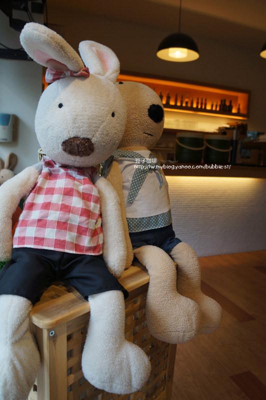 豆子咖啡2店 Doob2 Coffee – 朋友聚會好去處.正餐表現比鬆餅優…(謝謝Carol和馨的伴手禮喔 ^^)