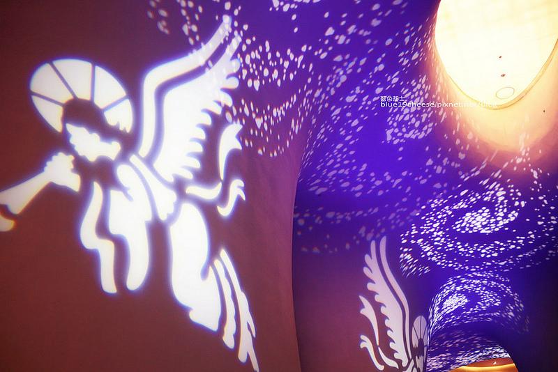 【台中西屯】台中國家歌劇院2016浪漫聖誕燈光秀-12/17至12/25連續兩周末免費演出.5檔表演藝術活動.二樓廊道還有定時的耶誕光影燈光秀.五光十色.既浪漫又夢幻