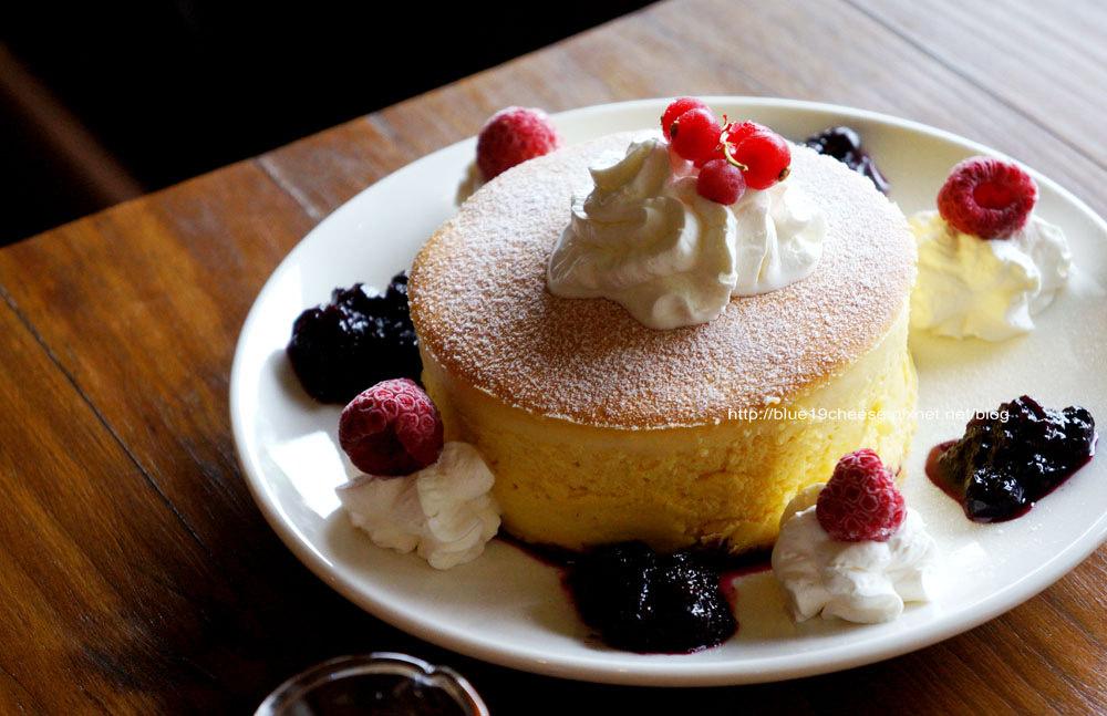 台中太平│巫師咖啡-巫師神奇的漂亮厚鬆餅在太平出現囉.記得要先預約喔